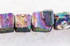 collar de la piedra preciosa iridiscente de la pirita en blanco Fotografía de archivo libre de regalías