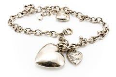 Collar de plata con los colgantes del corazón Imagen de archivo libre de regalías