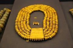 Collar del oro del tesoro de rey Tutankhamen, museo egipcio imagen de archivo
