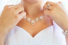 Collar en el cuello de la novia Imagen de archivo