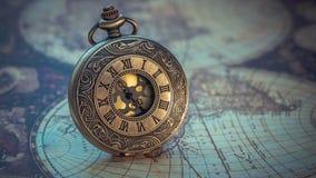 Collar grabado vintage del reloj del metal foto de archivo libre de regalías
