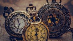 Collar grabado vintage del reloj del metal fotografía de archivo libre de regalías