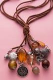 Collar hecho con encantos del cuero y de la plata de Brown Foto de archivo