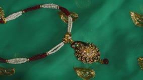 Collar pendiente de piedra del pavo real Foto de archivo libre de regalías