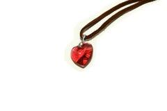 Collar rojo del corazón de la tarjeta del día de San Valentín Fotos de archivo libres de regalías
