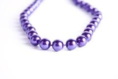 Collar violeta de la perla Imágenes de archivo libres de regalías