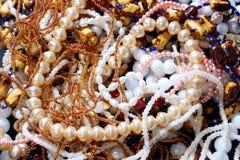 Collar y bijouterie de la joyería Imagenes de archivo
