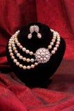 Collar y pendiente de la perla Fotos de archivo libres de regalías