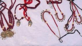 Collares, artículos de la artesanía en la exhibición, Kolkata almacen de metraje de vídeo