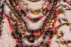Collares indígenas hechos de semillas naturales en Ecuador Imagen de archivo libre de regalías
