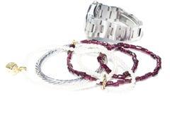 Collares, pulsera, diamantes y reloj Fotos de archivo libres de regalías