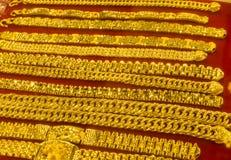 Collares y pulseras del oro Imagen de archivo libre de regalías