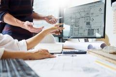 Colleag professionnel d'équipe d'ingénieur des ponts et chaussées de concepteur d'architecte images libres de droits
