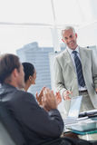 Colleagues applauding the manager during a meeting Royalty Free Stock Photos