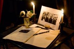 Collecte dans l'hommage aux victimes de l'attac de terroriste de Paris image libre de droits