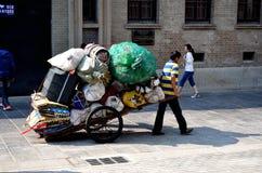 Collecteur d'ordures photographie stock libre de droits