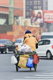 Collecteur recyclable de déchets dans Pékin Photo libre de droits