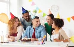 Collectief team die één jaarverjaardag vieren Stock Afbeelding