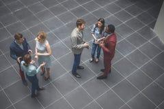 Collectieve bedrijfsteam en manager in een vergadering Stock Fotografie