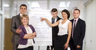 Collectieve bedrijfstrainers die presentatie maken royalty-vrije stock afbeelding