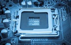 Collection électronique - la prise vide d'unité centrale de traitement a modifié la tonalité le bleu Images stock