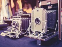 Collection antique d'appareils-photo de vintage vieille photos stock