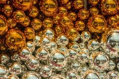 Collection colorée de boules de Noël utiles comme modèle de fond Images libres de droits