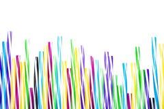 Collection colorée de pailles pour l'isolat de fond de boissons Photos stock