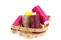 Collection colorée de ruban métrique de bobines et de vintage de coton Photo libre de droits