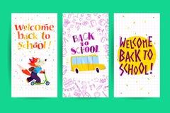 Collection d'appartement de nouveau aux designs de carte d'école avec le lettrage, scooter heureux d'équitation de portrait d'étu Image stock