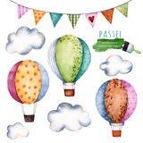Collection d'aquarelle avec des ballons à air, des drapeaux donnants un petit coup et des nuages Image stock