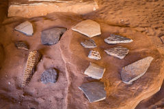 Collection d'objets façonnés indigènes antiques de pueblo Images stock