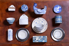 Collection d'ustensiles bleus et blancs de cuisine Photographie stock libre de droits