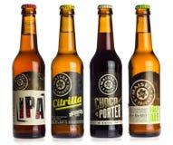 Collection de bières de Maisels et d'amis sur le blanc Photo libre de droits