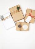 Collection de boîte-cadeau de cadeau de Noël avec l'étiquette pour la moquerie vers le haut de la conception de calibre Image libre de droits