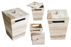 Collection de boîte en bois d'isolement sur le fond blanc Images stock