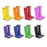 Collection de 8 bottes en caoutchouc colorées avec l'ornement de point de polka illustration libre de droits