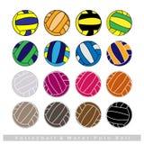 Collection de boules de volleyball sur le fond blanc Photo stock
