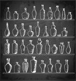 Collection de bouteilles de croquis sur le tableau noir Photos libres de droits