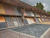 Collection de brique à un marché de jardin de pépinière Image stock