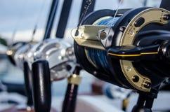 Collection de cannes à pêche dans un bateau chez les Caraïbe Photographie stock libre de droits