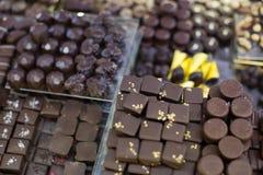Collection de chocolats avec différents remplissages à la thé-pièce Images stock