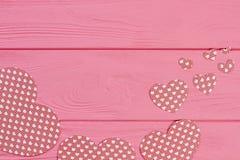 Collection de coeurs de papier sur le fond en bois Photos libres de droits