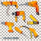 Collection de différents outils au-dessus de fond en métal, 2 illustration stock