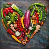 Collection de légumes frais dans la forme de coeur Images libres de droits