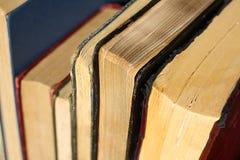 Collection de livres reliés de vintage Photos stock