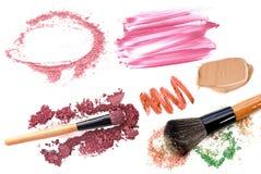 Collection de maquillage et isolat professionnels d'outils sur le blanc Photo stock