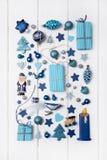Collection de miniatures de bleu et de turquoise avec des présents pour le ch Images libres de droits
