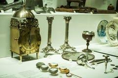 Collection de montres d'antiquité montrées dans l'étalage dans le musée de la Science de Londres Image libre de droits