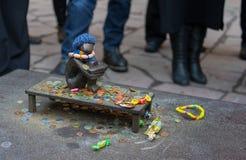 Collection de pièces de monnaie et de sucreries Photographie stock libre de droits